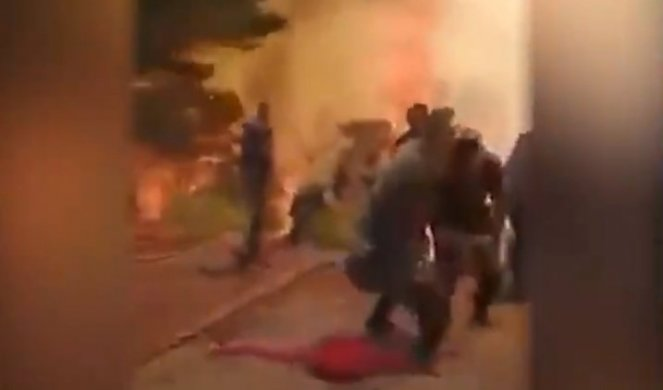 (ВИДЕО) Пожарникари од Азербејџан фрлаат опрема и бегаат од пожарот кај Мармарис