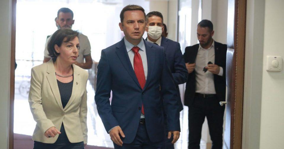 """Косовската министерка за надворешни контра Иницијативата """" Отворен Балкан"""""""