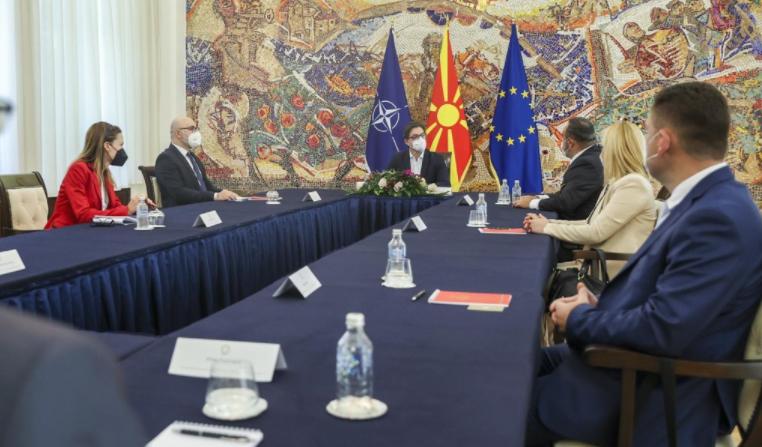 Претседателот Пендаровски се сретна со економските советници во Варшава, Анкара, Абу Даби и Минхен