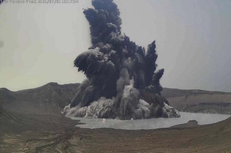 Еруптираше вулканот на шпанскиот остров Ла Палма