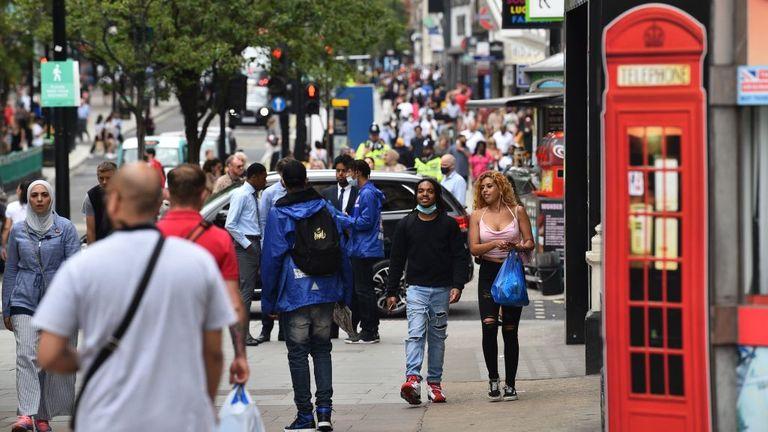 Ден на слободата: Во Англија укинати речиси сите мерки против коронавирусот