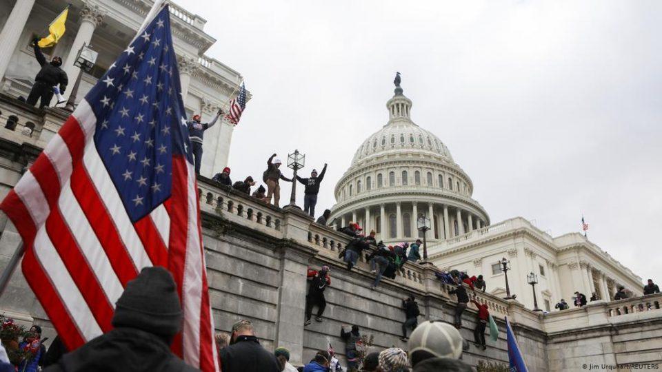 За судовите во САД оние кои упаднаа во конгресот не се терористи, туку хулигани – добија по 6 месеци затвор