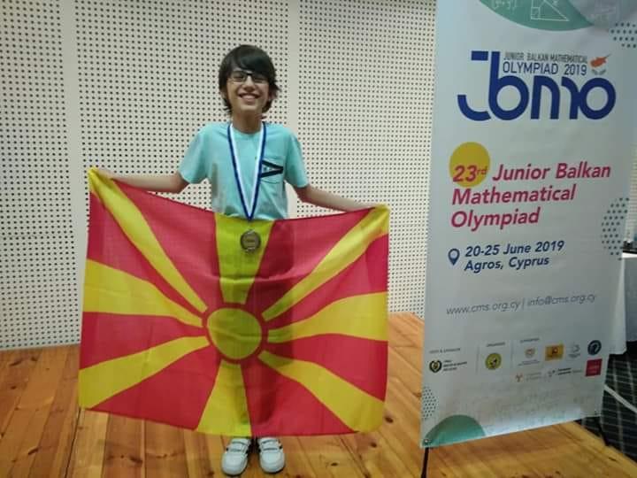 Математичкиот гениј Дамјан Давков освои сребро на Светската математичка олимпијада ИМО 2021