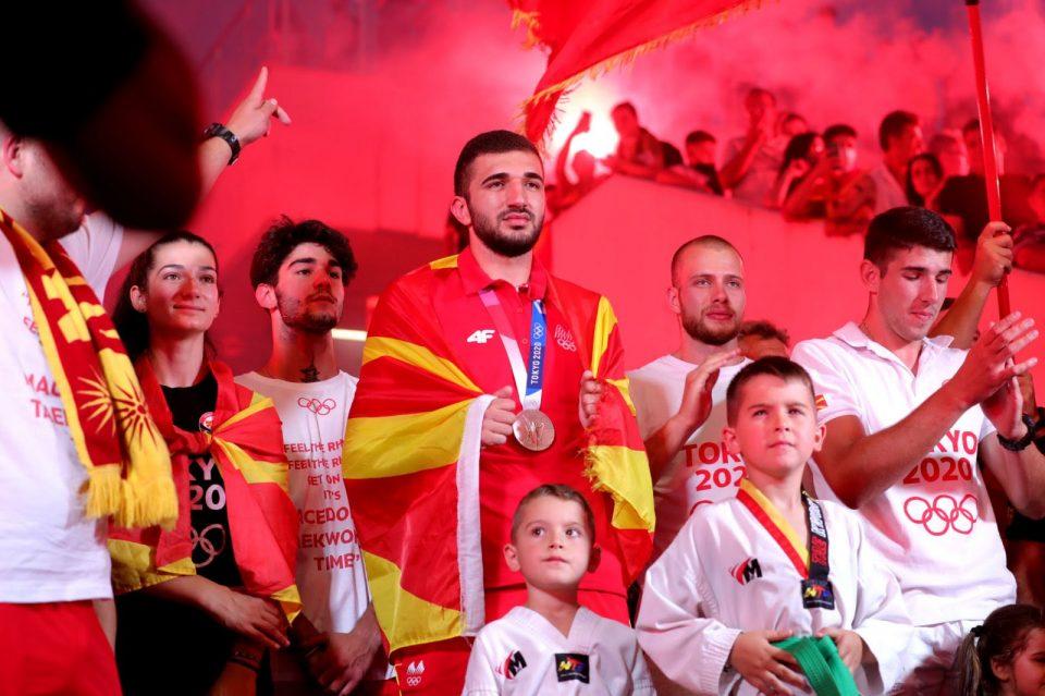 (ФОТО) Георгиевски од скопскиот плоштад: Ветивме медал, донесовме сребро, верувам дека следниот ќе биде златен