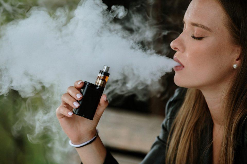 СЗО предупреди на опасностите од електронските цигари и повика на строги регулативи