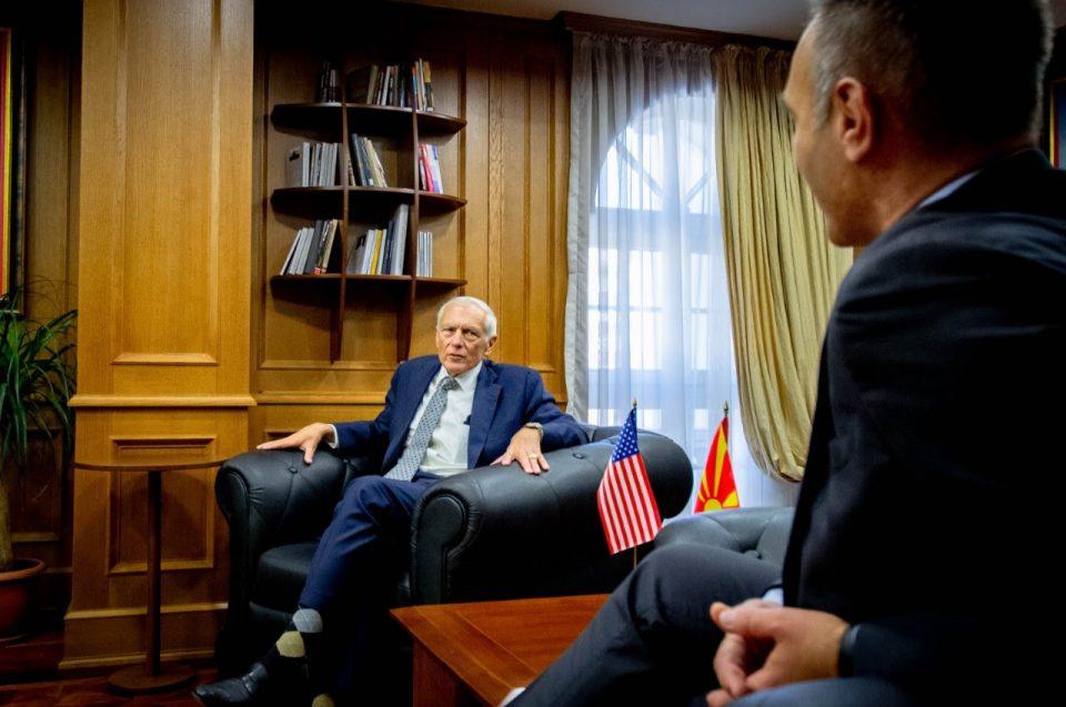 Вицепремиерот Груби на средба со генералот Весли Кларк