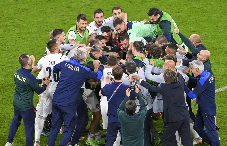 Италијанците во паника: Тројца новинари кои патуваат со фудбалерите позитивни на корона