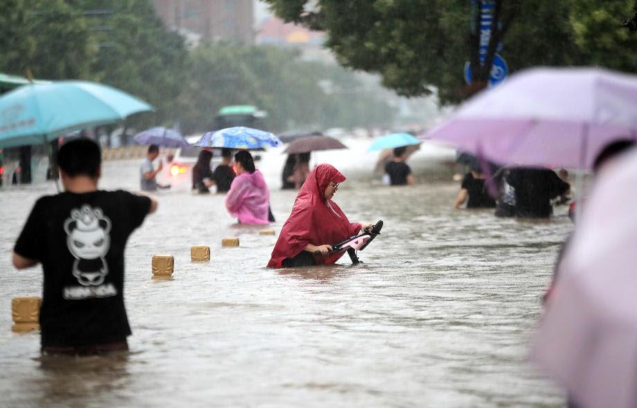 Најмалку 33 загинати во поплавите во централна Кина