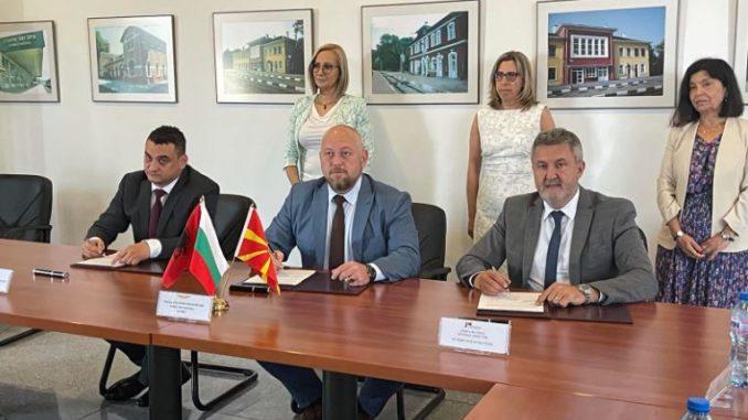 """Железнички пруги """"се градат"""" пред секои избори: Потпишан протокол меѓу Македонија, Бугарија и Албанија"""