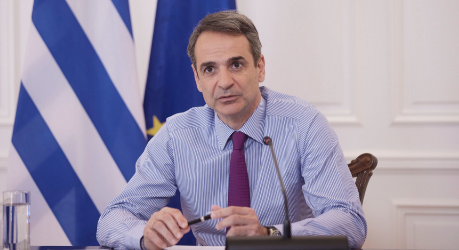 Мицотакис ги повика Грците задолжително да се вакцинираат