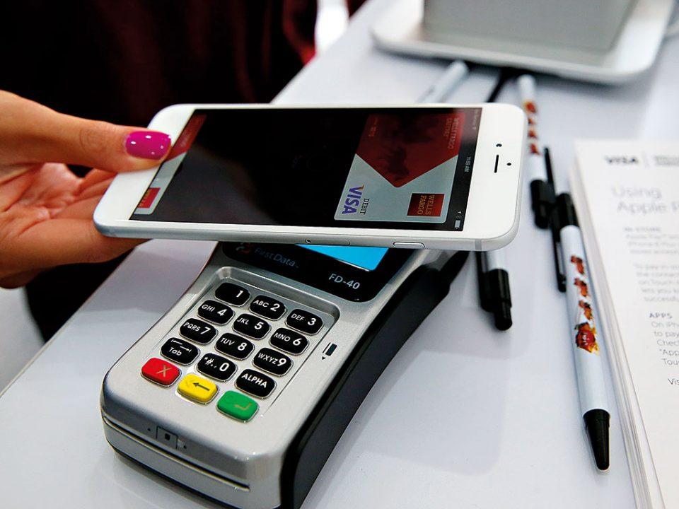 Граѓаните се повеќе плаќаат со картички и преку мобилен телефон