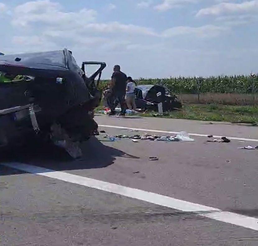 Повредени шест лица со потекло од Македонија од кои четири деца во тешка сообраќајка на автопатот Суботица-Нови Сад