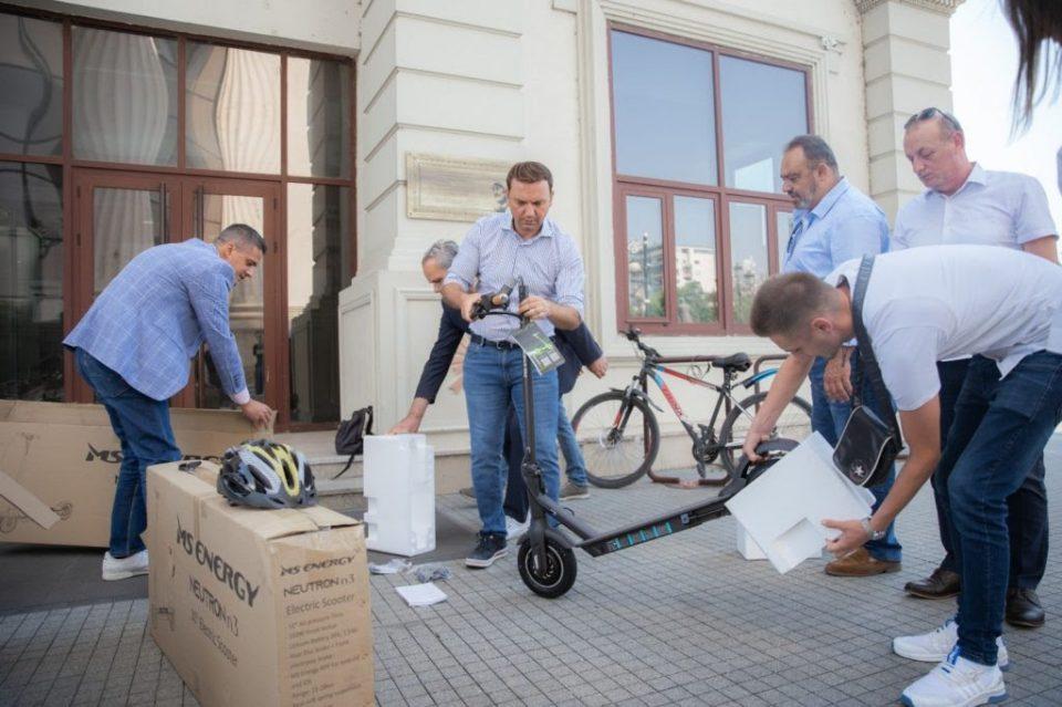 Вработените во МНР ќе користат електрични тротинети, се пофали Османи