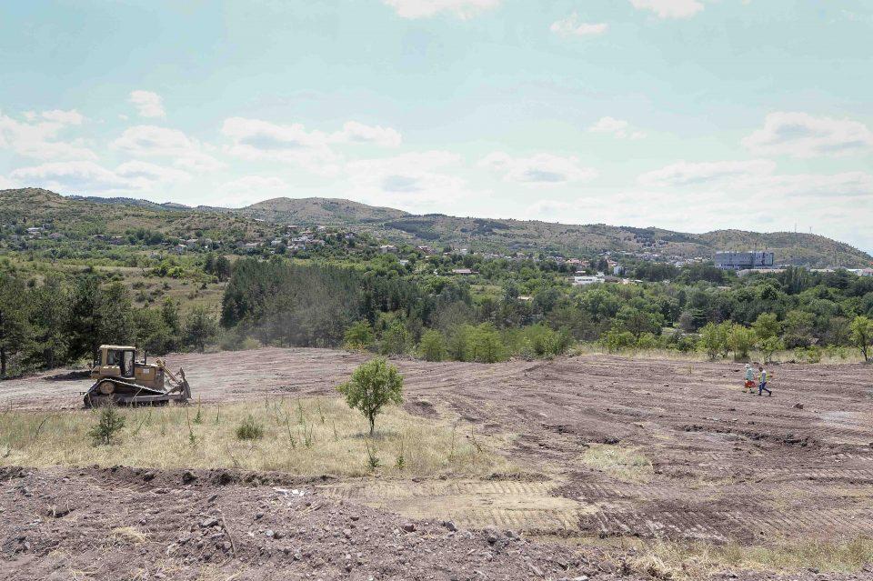 ВМРО-ДПМНЕ: Власта нема извршено експропријација на земјиште, а лаже дека ќе гради брана на Отиња