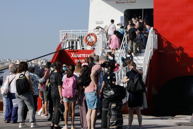 Над 4.500 лица спречени да се качат на брод поради недостиг на документи за Ковид-19
