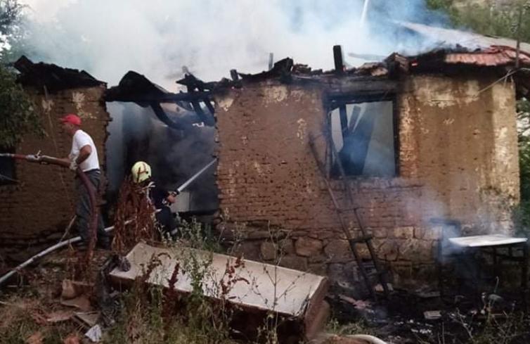 Изгоре куќа во пожар во делчевското село Град