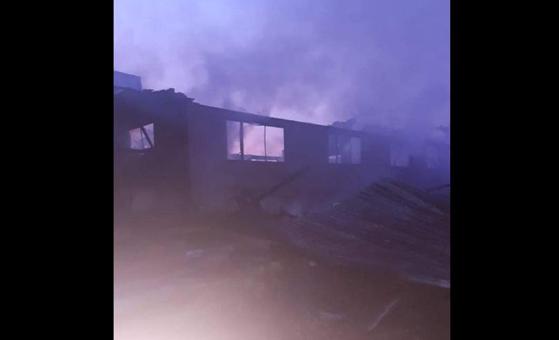 Голем пожар во Струмичко: Запалена пилана со погон за производство на столови