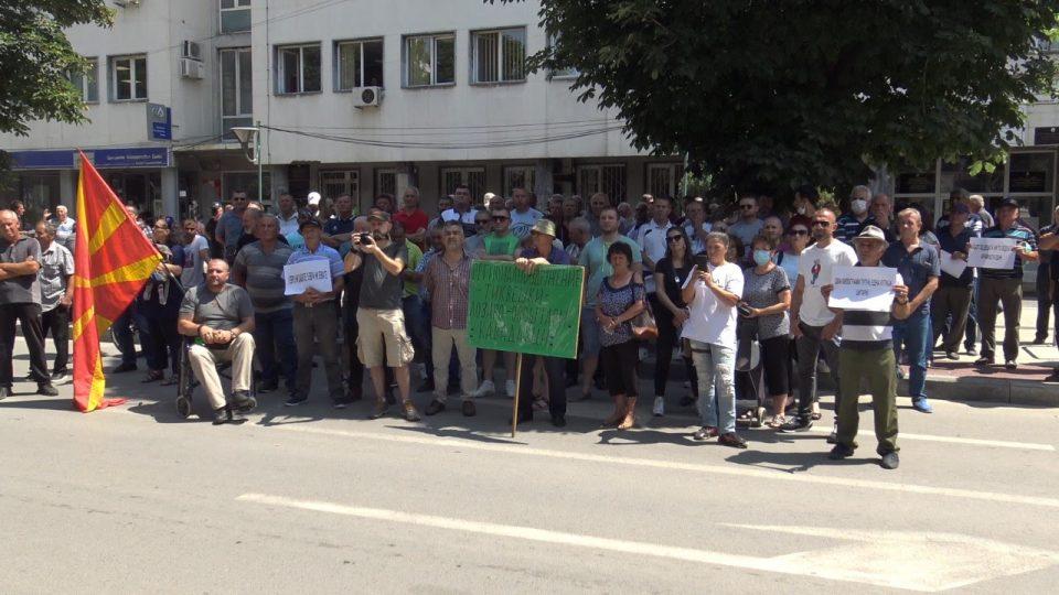(ФОТО) Земјоделците со предупредувачки протест во Прилеп