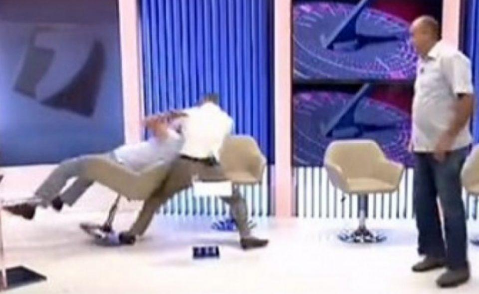 СКАНДАЛОЗНО ВИДЕО: Тепачка на политичари во емисија во живо
