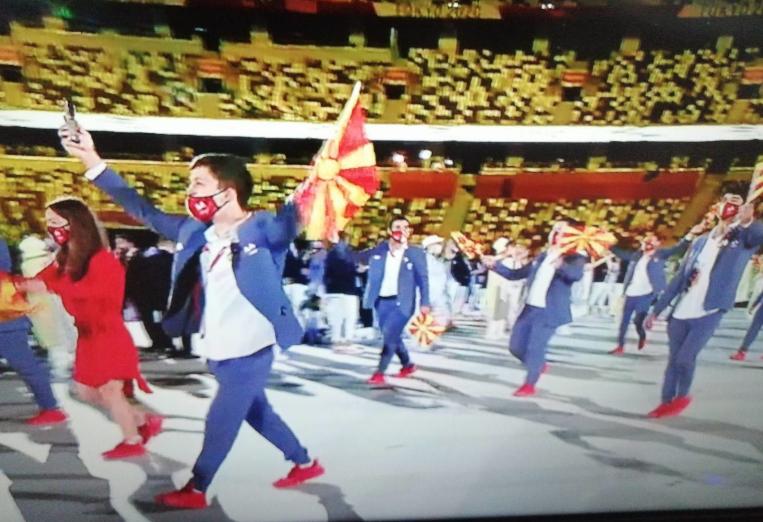 (ФОТО) Македонската делегација продефилира на отворањето на Игрите во Токио