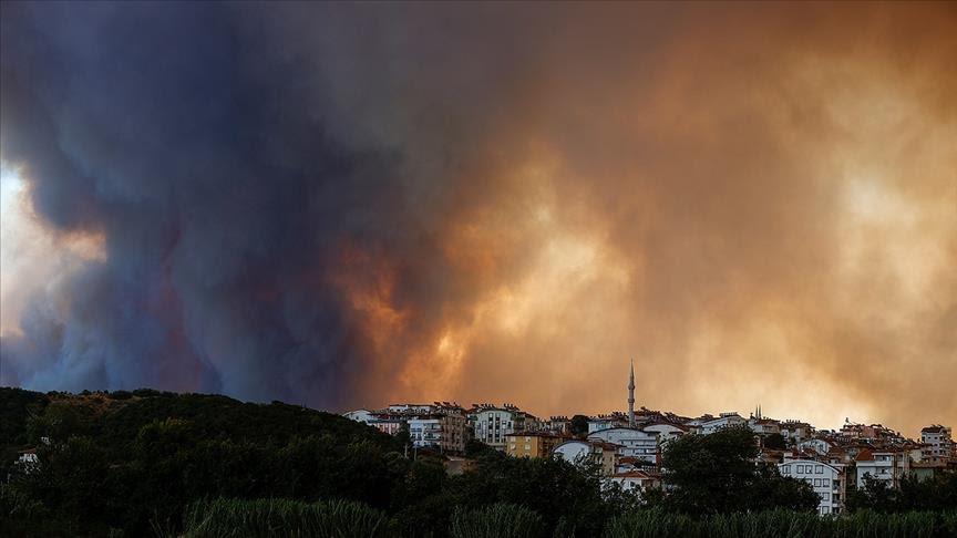 Тројца загинати во шумските пожари на југот на Турција