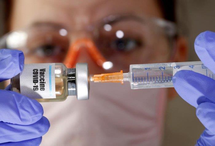 Макрон: Трета доза од вакцина против Ковид-19 е потребна за повозрасни лица и ранливи групи
