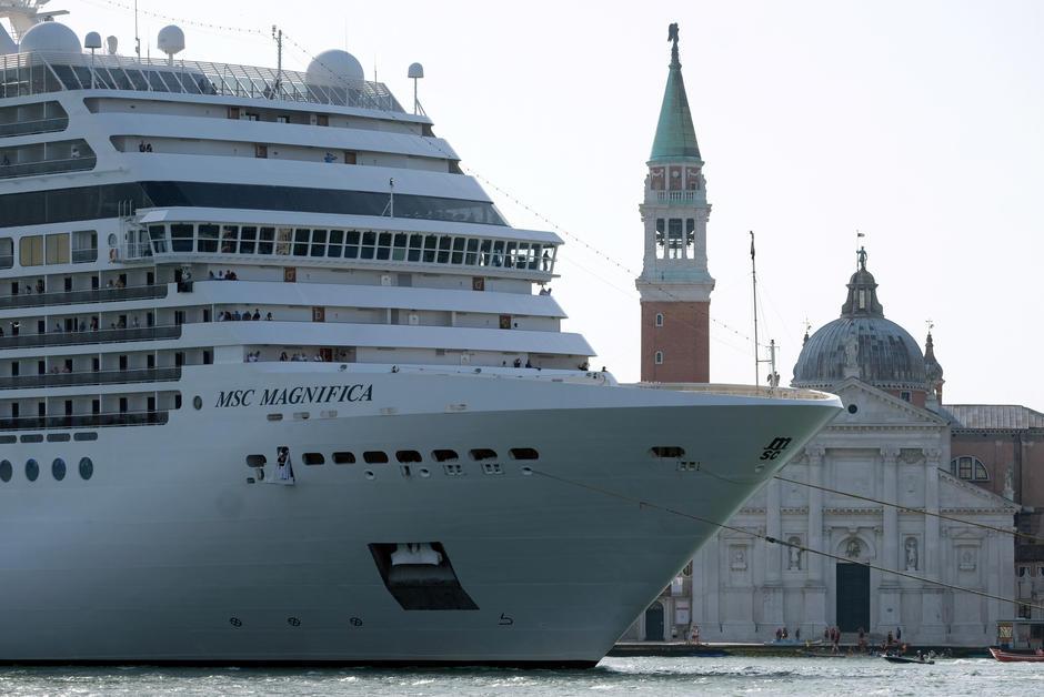 Италија забрани крузерите да пловат низ Венеција