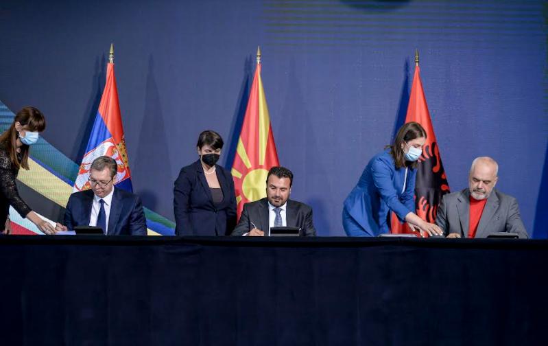 """Заев, Вучиќ и Рама ги потпишаа првите официјални документи за соработка во рамките на """"Отворен Балкан"""""""