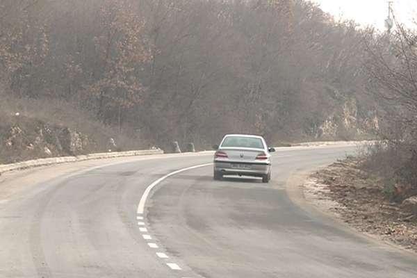 Поради намалена видливост од пожар во прекин патот Кочани-Виница-Берово
