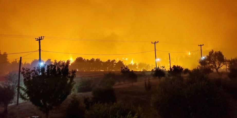 Гори на повеќе локации, пожарот во Пехчево се шири кон селата Робово, Умлена и Чифлик