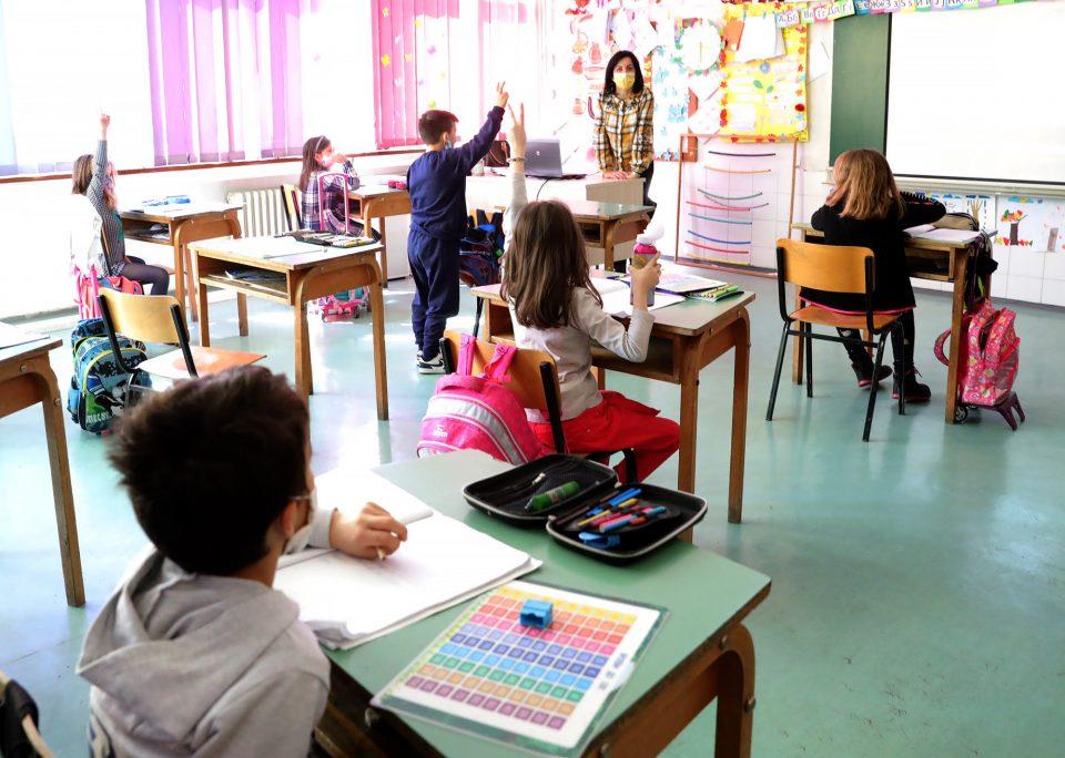 За корона скрининг во училиштата ќе се бара согласност од родителите