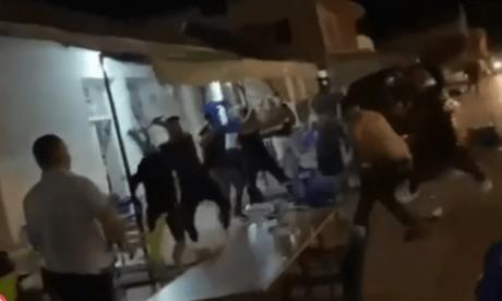 (ВИДЕО) Масовна тепачка во Центар Жупа: Летаа столици и маси, се користеа и палки