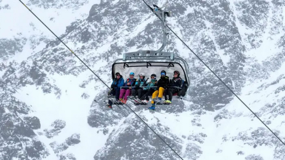 Австрија ги отвора скијачките терени само за вакцинирани, прележани или со негативен тест