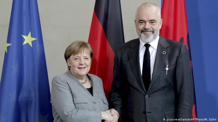 Меркел пристигна во Тирана, првата одвоена средба е со Рама
