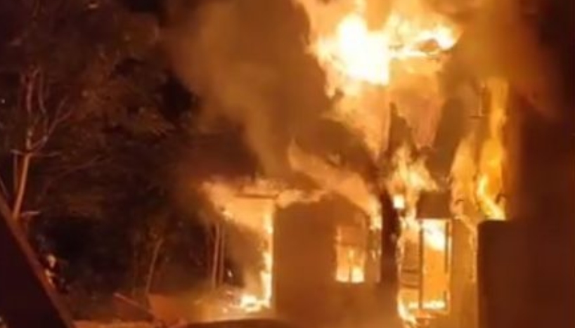 (ВИДЕО+ФОТО) Голем пожар: Се запали куќа во центарот на Скопје