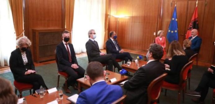 Лајен: Иднината на Албанија е во ЕУ, време е Унијата да дејствува