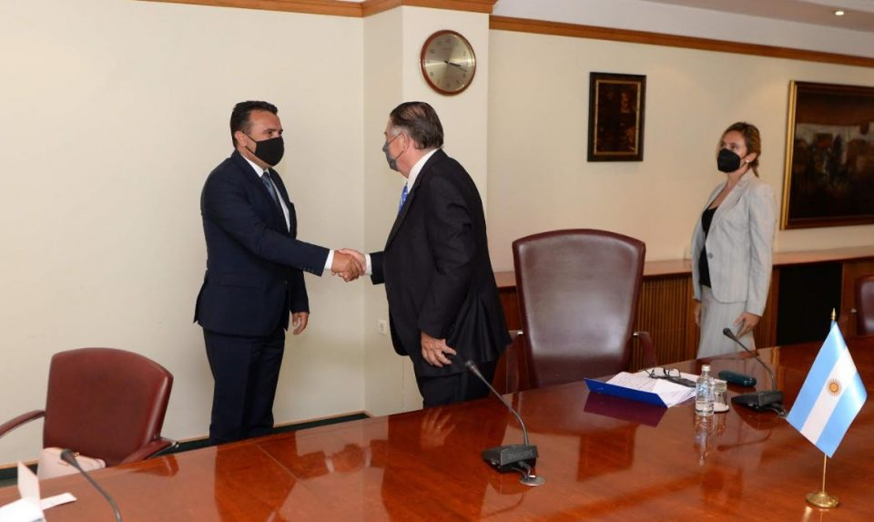 Заев се сретна со Атанасоф, вели ќе донесе странски инвестиции од Аргентина