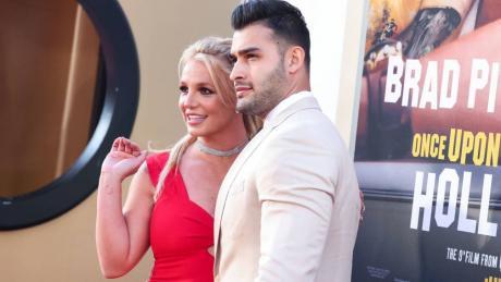 (ВИДЕО) Се вери Бритни Спирс и се пофали со прстенот