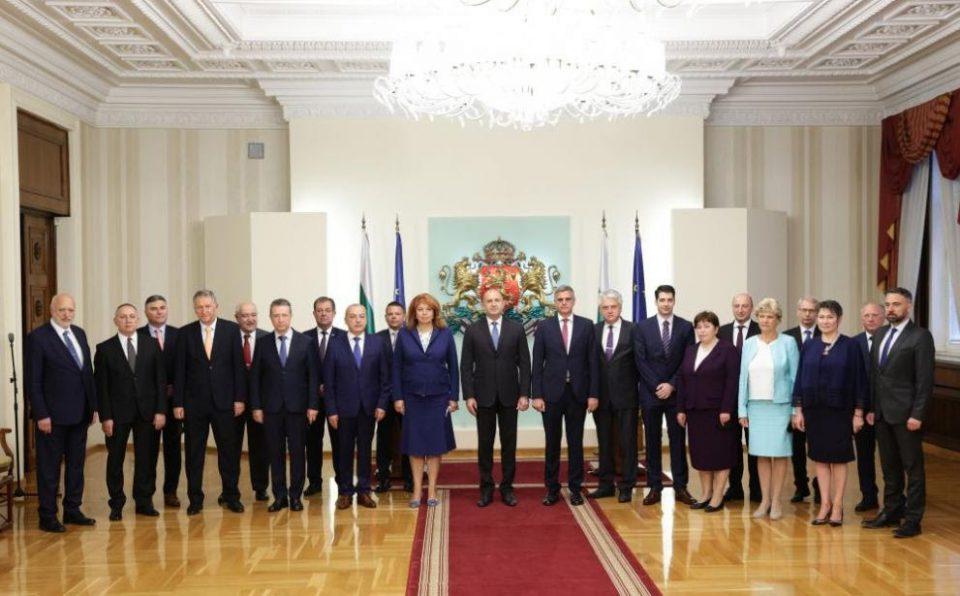 Бугарскиот претседател Румен Радев ја претстави новата привремена влада до изборите во ноември