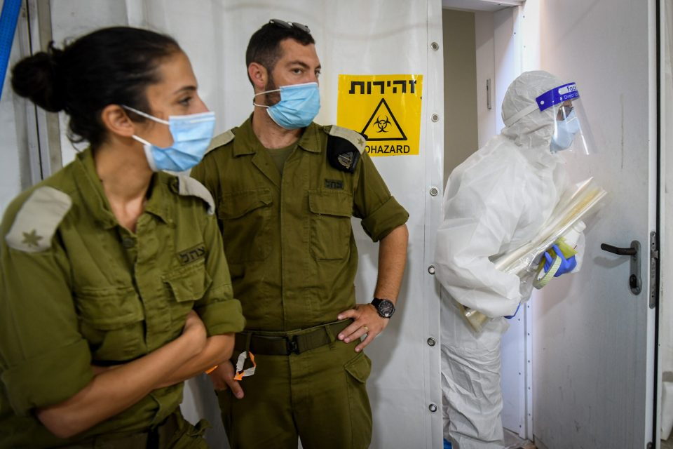 Израелска воени медицински тимови во домашна посета на болни од Ковид-19