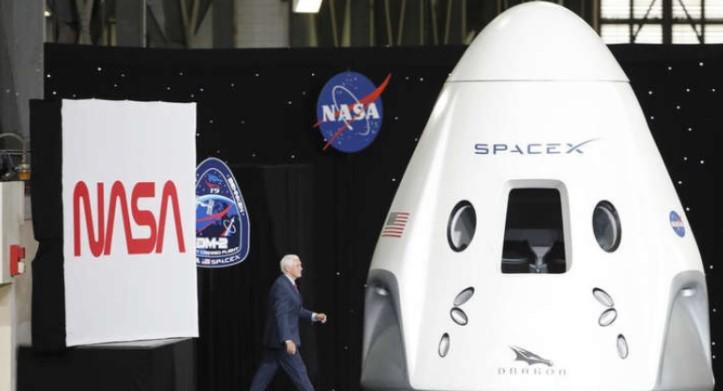 """""""Спејс-Икс"""" успешно ги лансираше првите свои вселенски туристи"""