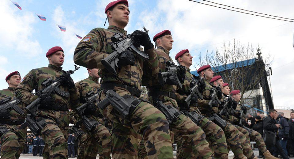 Дури две третини од српските граѓани се за враќање на воената служба