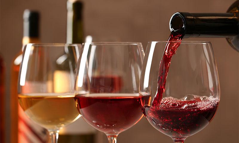 Нова студија: Повремено пиење вино е безбедно за здравјето